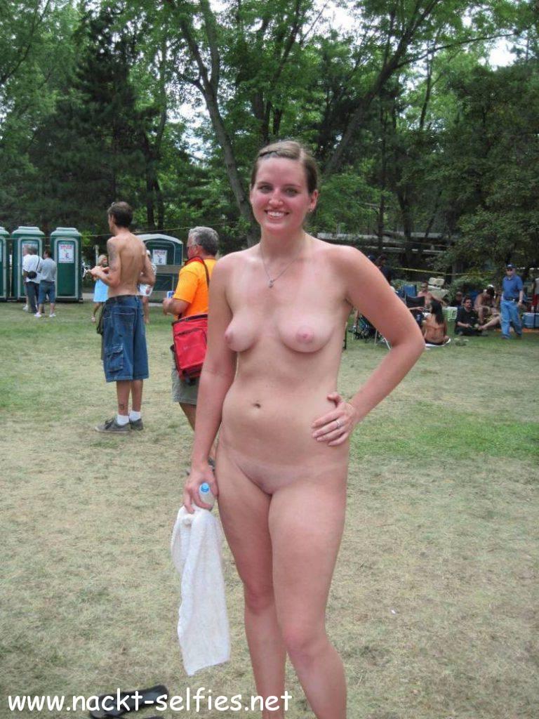 Nackt in der öffendlichkeit