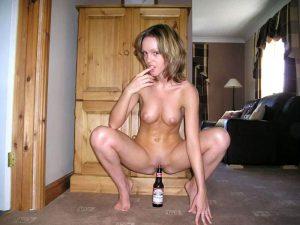 bierflasche in der fotze