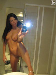 frivole freundin nacktfoto selfie