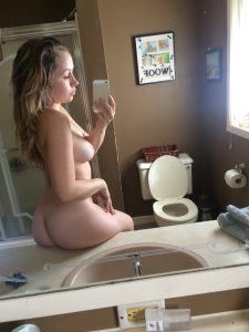geiler arsch nackt selfie spiegel iphone