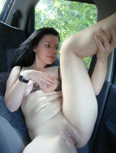 im auto nackt