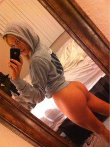 kaputzenpulli teen arsch nacktfoto selfie
