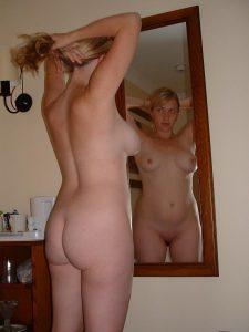 meine frau nackt vor dem spiegel