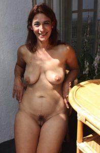 milf nacktfoto auf dem balkon