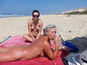 mutter und tochter nackt am strand privates fkk foto