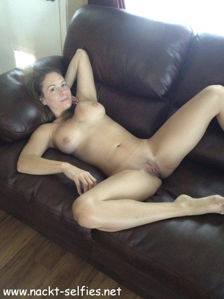 Saskia nackt