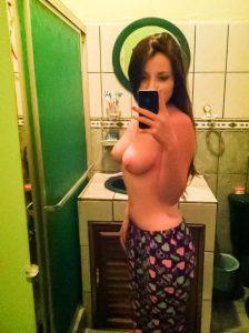 schlafanzug oben ohne selfie amateur freundin