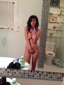 selfie titten quetschen nackt