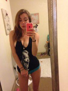 sexy teen pose mit dicken titten
