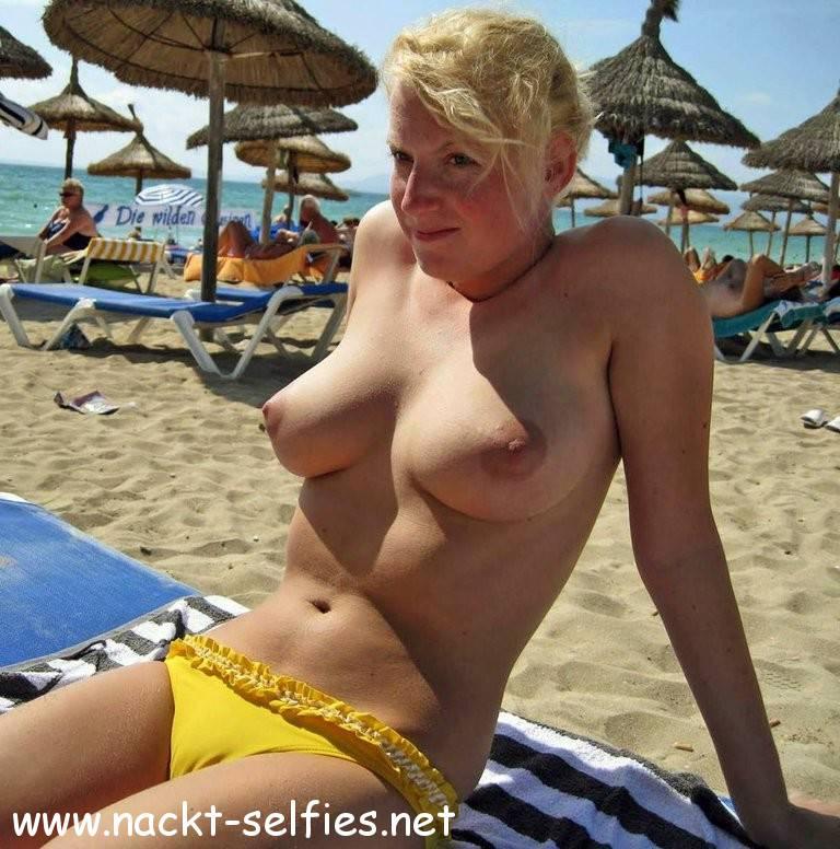 Grosse Busen Am Strand