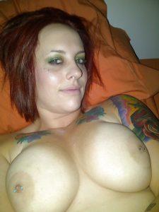 tattoo schlampe dicke titte
