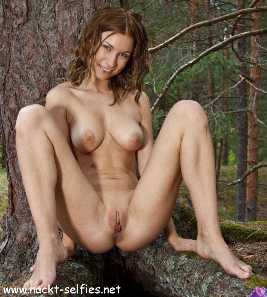 Teen nackt im wald