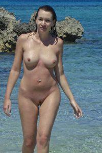 ehefrau am strand nackt