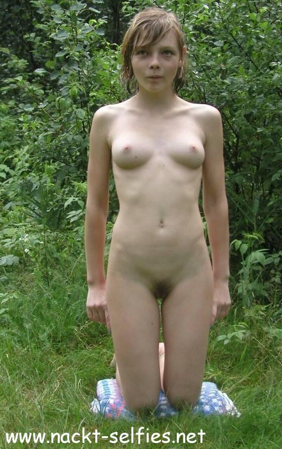 Nackte Teens Im Wald