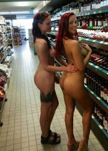 nackt oeffentlich exposed public nudity zwei freundinnen nackt in einem supermarkt