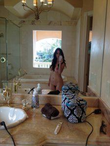 nacktselfie im edlen hotelzimmer