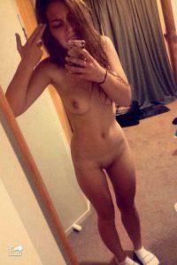 selfie teen nackt foto busen koerper