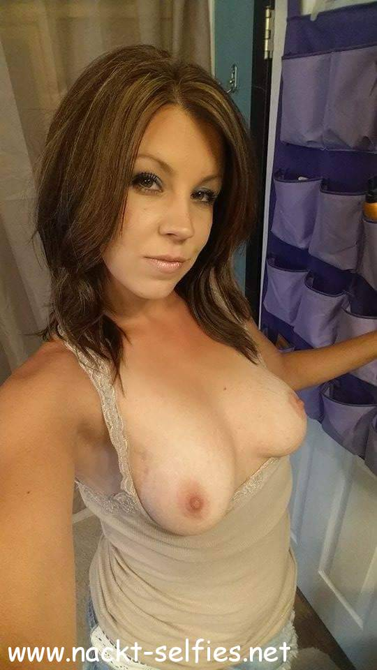 milf titten flashing selfie