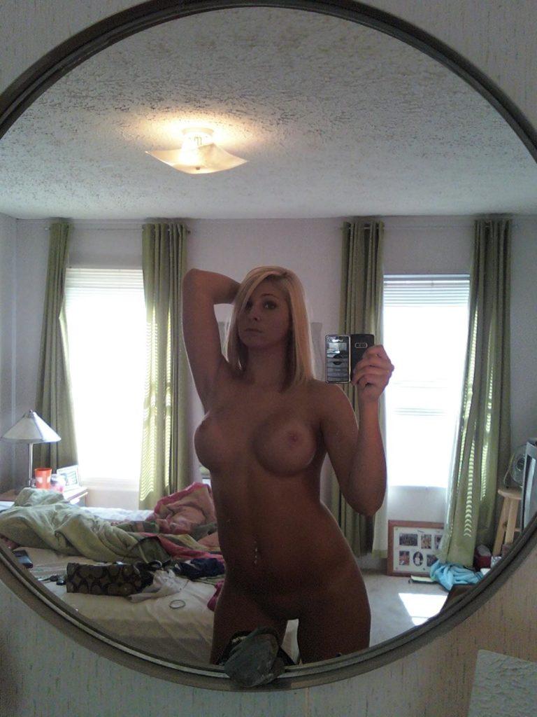 Spiegel Selfie Nackt Blonnd Amateur